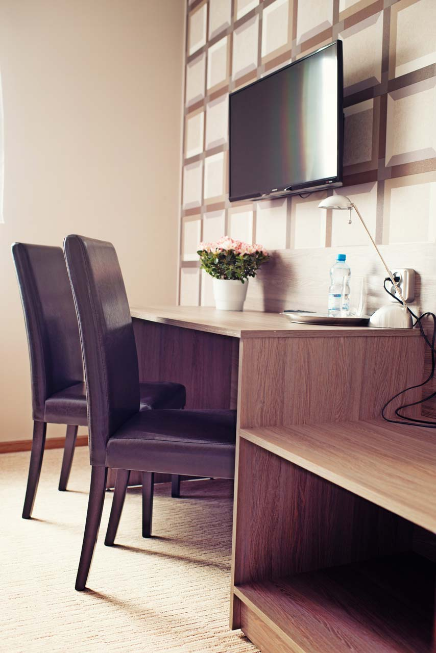 Pokój jednoosobowy - biurko